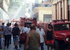 Tienda en Habana Vieja se incendia y afecta varias viviendas alrededor