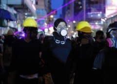 Policía dispara gases lacrimógenos y balas de goma en nuevas protestas en Hong Kong