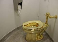 Roban inodoro de oro puro de palacio británico
