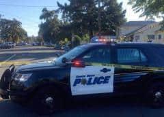 California: Joven balea a compañero y se oculta en escuela