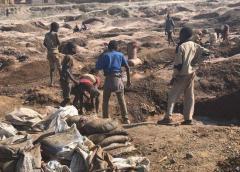 Al menos 22 muertos por el derrumbe de una mina de oro ilegal en RD Congo