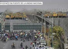 Correa rechaza las acusaciones de golpismo y pide elecciones en Ecuador