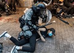 Líder de Hong Kong dice que no descarta ayuda de China mientras crisis empeora