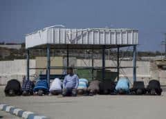 Israel admite trabajadores de Gaza para limar asperezas