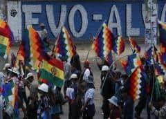 Escasean gasolina y alimentos por crisis en Bolivia