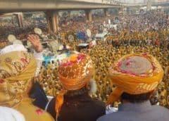 Ejército de Pakistán dice que apoya al gobierno electo en medio de grandes protestas