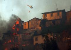 Alerta roja y más de un centenar de viviendas afectadas por incendio en Chile