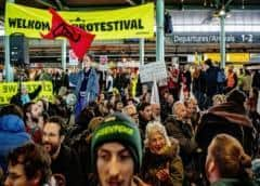 Policía holandesa detiene a activistas contra cambio climático en aeropuerto de Amsterdam