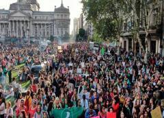 La juventud iraní exige cambios en medio de la crisis económica