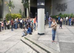 """""""No nos quieren en ningún lado"""": Venezolanos hacen filas para obtener visas de República Dominicana"""