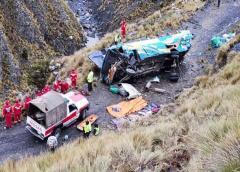 Al menos 15 personas mueren en accidente vial en Bolivia