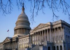 Senado escucha argumentos de apertura de la Cámara en juicio político a Trump