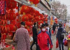 Sube a 81 la cifra de muertos en China, que alarga las vacaciones por el coronavirus