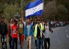 Hondureños en caravana desafían dura ley migratoria de EE.UU.