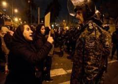 Iraníes protestan por tercer día consecutivo tras desastre de avión ucraniano: reportes