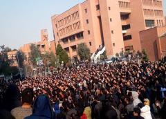 Irán: Estudiantes denuncian a líderes del país en tercer día de protestas