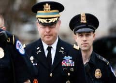 Testigo en juicio político de Trump es sacado de Casa Blanca