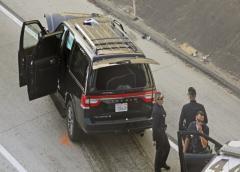 Robo de carroza fúnebre con todo y cadáver termina en persecución en Los Angeles