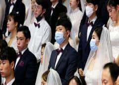 Novios celebran su boda por videollamada debido a la amenaza del coronavirus
