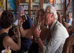 Cuba elimina pago en pesos convertibles en parte de sus bares y restaurantes