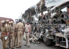 Choque entre bus y camión en autovía india deja 19 muertos