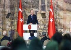Erdogan le pide a Putin que se aparte en Siria