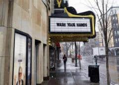 Cines cierran en EEUU, estudios llevan estrenos a hogares