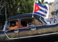 Policía y militares patrullan calles cubanas para garantizar confinamiento