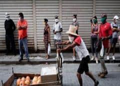 Muchos gobiernos han salido en rescate del sector privado… ¿y en Cuba?