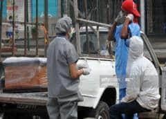 Ecuatorianos tienen 700 cadáveres por enterrar en Guayaquil