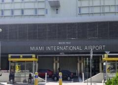 Alcalde de Miami solicita a Trump suspender vuelos en aeropuerto internacional por el coronavirus