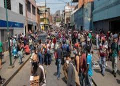 El régimen de Maduro cerró el principal acceso a Caracas y crecen las protestas y saqueos en medio de la cuarentena por el coronavirus