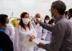 Guinea-Bisáu recibe médicos cubanos para combatir la covid-19