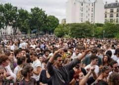 Miles de parisinos sin tapabocas desafían el coronavirus para la Fiesta de la música