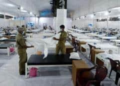India reporta cifra récord de casos de coronavirus, embajadas advierten de hospitales saturados