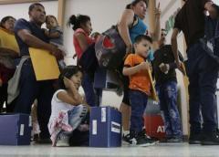 Jueza en EE.UU. ordena libertad para menores migrantes por pandemia de COVID-19