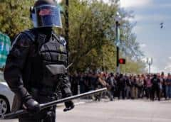 Portland: Juez prohíbe a agentes arrestar observadores