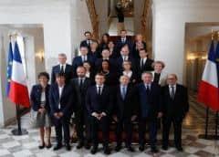 Dimite el gobierno francés para dar paso a un nuevo rumbo político