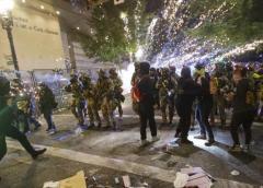 Enfrentamientos en protestas Black Lives Matter en Seattle dejan 45 arrestados y 21 policías heridos