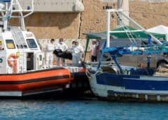 Al menos tres migrantes mueren tras un incendio en su barca en la costa de Italia