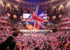 La BBC, envuelta en disputa por censura de letras de canciones en festival británico de música
