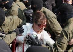 La policía bielorrusa detiene a decenas de manifestantes en Minsk