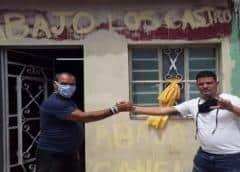 Vecinos de Santiago de las Vegas bloquean arresto de opositor por parte de la Seguridad del Estado de Cuba