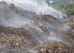 """Incendio deja sin materia prima a los """"gancheros"""" del vertedero de Asunción"""