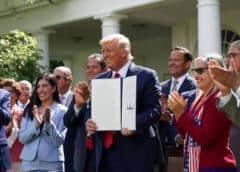 Trump exalta legado hispano en EEUU y su firme oposición al socialismo