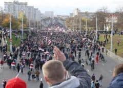 Más de 100 detenidos en Minsk en multitudinaria marcha contra Lukashenko