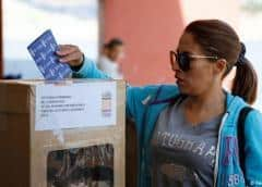 Bolivia vota en segunda vuelta de las elecciones más largas de su historia