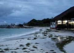 Huracán Delta se debilita antes de tocar tierra mexicana cerca de Cancún