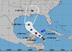 Zeta podría llegar a huracán antes de golpear México y EEUU