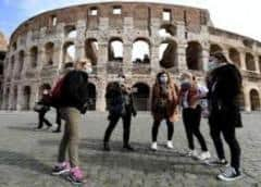 Gobierno italiano recluta a principales influencers para promocionar mascarillas para COVID